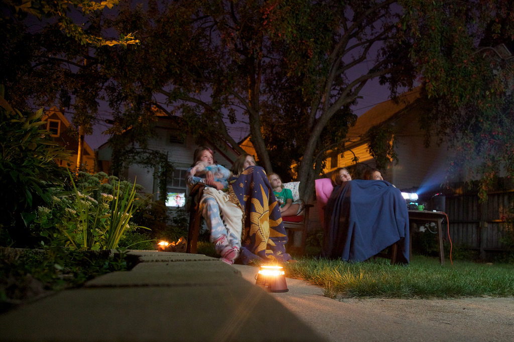 backyard-outdoor-movie-projector-rental-toronto-barrie